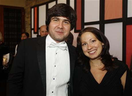 Sofya Tsygankova (R) and her estranged husband Vadym Kholodenko.