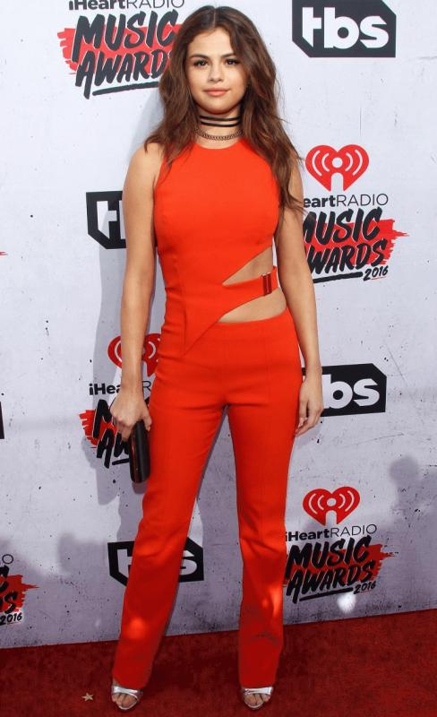 Selena Gomez at the red carpet of the iHeartRadio event.