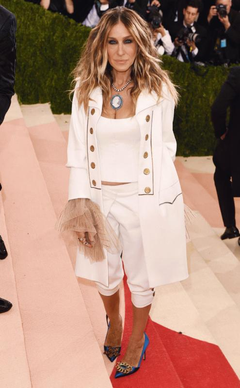 Sarah Jessica Parker at the 2016 Met Gala with her Hamilton-inspired outfit.