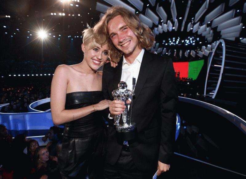 Miley Cyrus and Jesse Helt at the 2014 MTV VMAs.